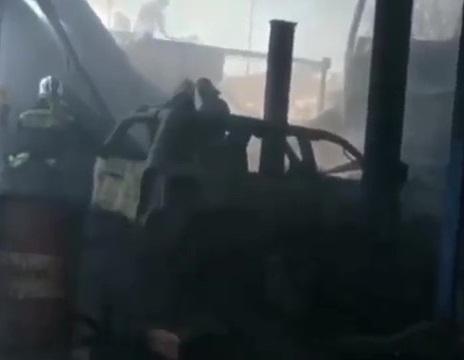 Две машины сгорели на автомойке под Краснодаром
