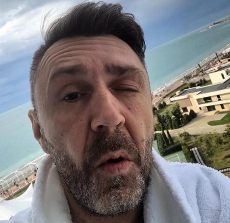 «Как Леонтьев»: Сергей Шнуров продрал очи в курортном Сочи и зажег LiveFest