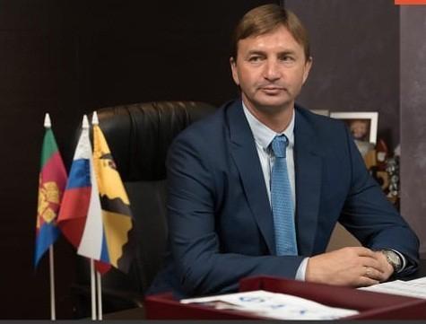 Депутат, сбивший школьницу и скрывшийся с места ДТП в Новороссийске, сложил полномочия