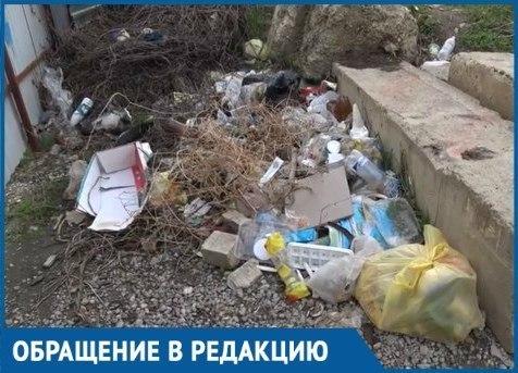 Мусор рядом с нами: Жительница Краснодара пожаловалась на бесконечные свалки под домом