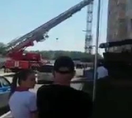 В Краснодаре мужчина запер семью на балконе и вышел в окно