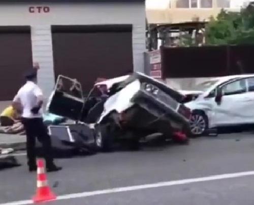 Родители двух детей погибли в страшной аварии в Сочи