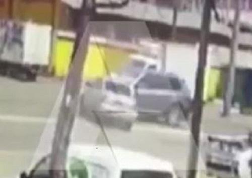 Врачи борются за жизнь автоледи, пострадавшей в Армавире