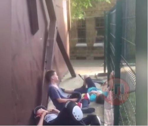 Упали с высоты 2,5 м дети в аварийном скейт-парке в Сочи