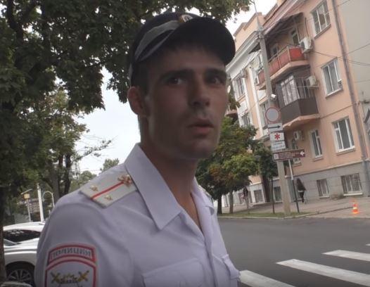 Полицейские и блогер устроили разборки из-за нарушений ПДД у Краснодарского краевого суда