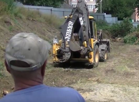 Краснодарцы на видео попросили власть сдержать обещание: вместо детской площадки они получили гаражи
