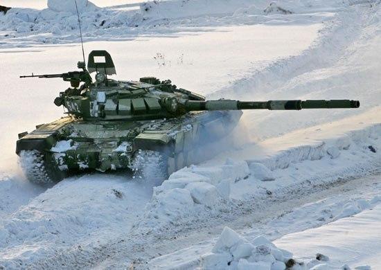 На Кубани военные устроили танковый биатлон