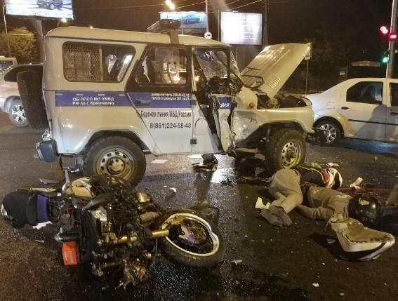 ВКраснодаре мотоциклист врезался вавтомобиль милиции - есть погибшие