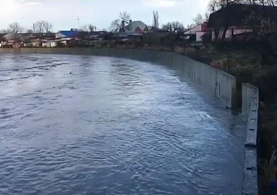 Уровень воды реки в Крымском районе поднялся до критической отметки