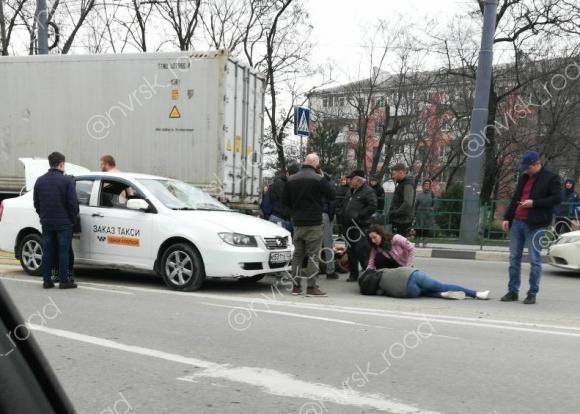 Таксист в Новороссийске на встречке сбил двоих пешеходов