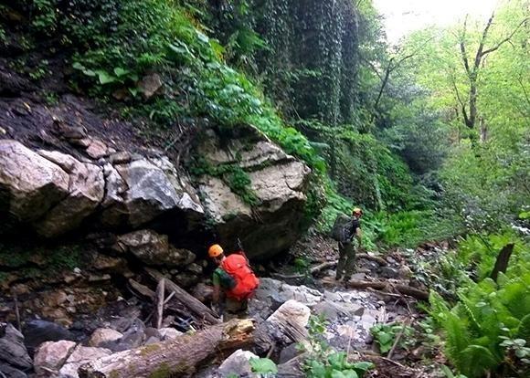 Пропавший в горах Сочи турист найден живым
