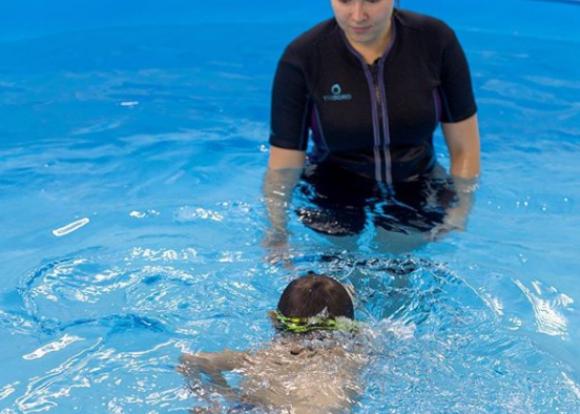Мужчина сделал бассейн вмногоквартирном доме вНовороссийске