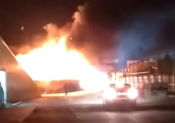Из-за отключения света в Музыкальном микрорайоне Краснодара сгорели генератор, машина и навес