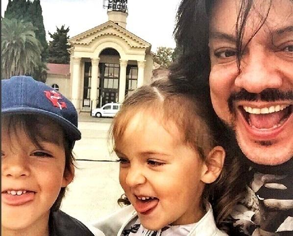 Дочь и сын Филиппа Киркорова показали язык в Сочи