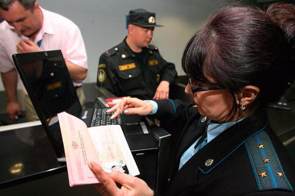 Судебные приставы рассказали, как без проблем вылететь из страны