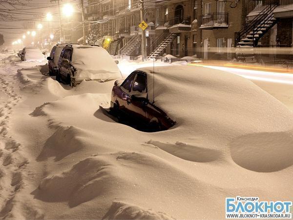 В Тихорецком районе супруги с тремя детьми на несколько часов застряли в машине в снегу