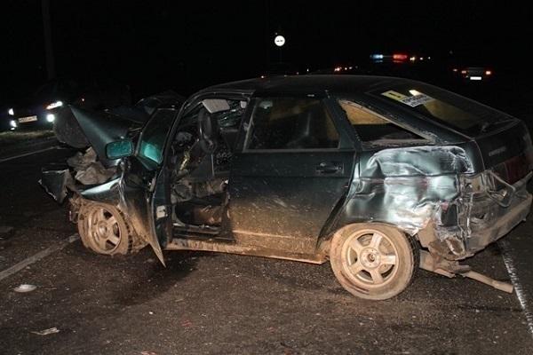 В Динском районе два человека погибли при лобовом столкновении авто