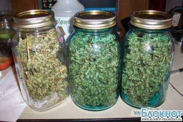 Житель Кропоткина закатал на зиму несколько килограмм марихуаны