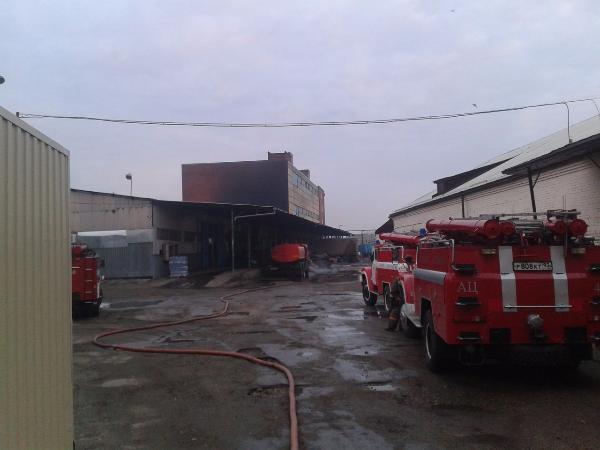 В Армавире на улице Володарского сгорел мебельный склад
