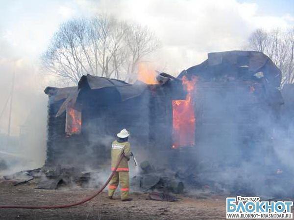 В Краснодаре сгорел частный дом на улице Красноармейской