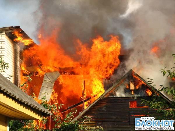 В Краснодаре сгорел дом на улице Радио