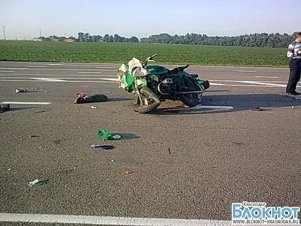 В Кореновском районе мотоциклист столкнулся с большегрузным автомобилем