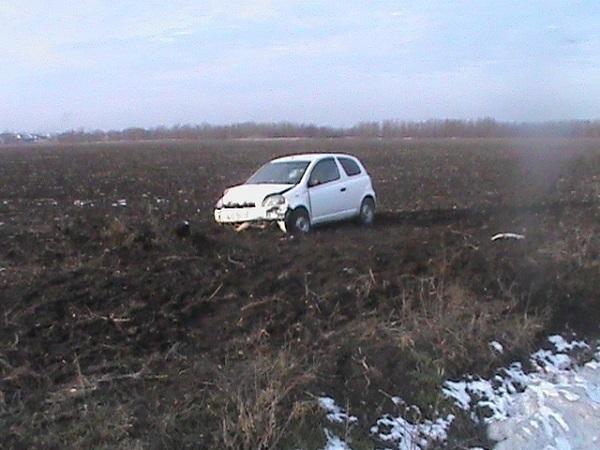 В Крыловском районе женщина-водитель вылетела в кювет