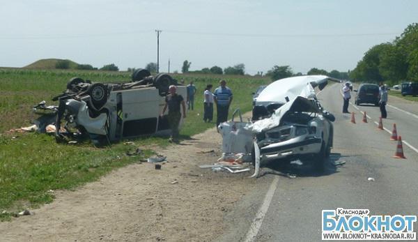 В Краснодарском крае из-за аварии погибла женщина и травмировано шесть человек