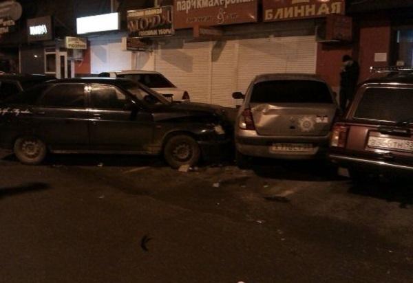В Краснодаре водитель ВАЗа спровоцировал аварию из пяти автомобилей