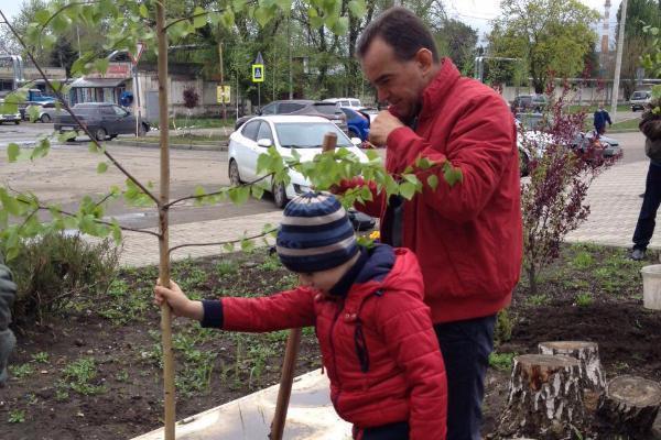 Вениамин Кондратьев вместе с сыном поучаствовал в субботнике в Динской