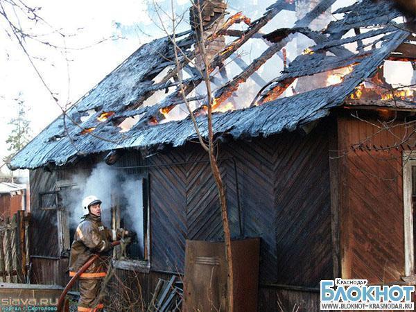 В Армавире из-за электроприбора загорелась кровля дома