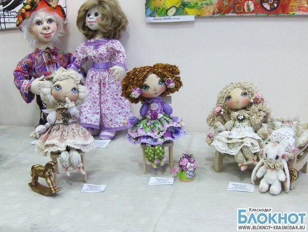 В Краснодаре открылась выставка кукол ручной работы