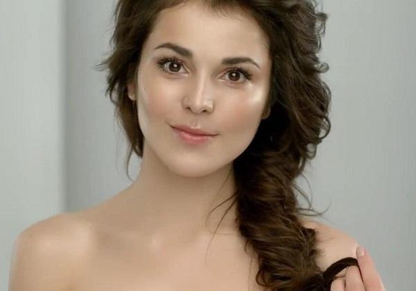Сати Казанова осталась без одежды на концерте в «Азов-Сити»