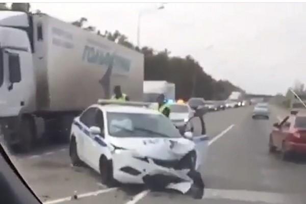 Полицейский автомобиль попал вДТП вКраснодаре