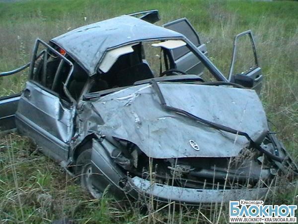 В Абинском районе автомобиль вылетел в кювет
