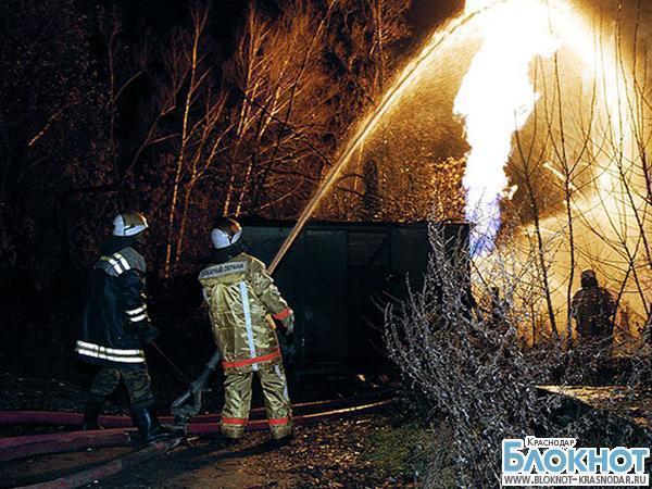 Пожар в Туапсе: сгорели два строительных вагончика