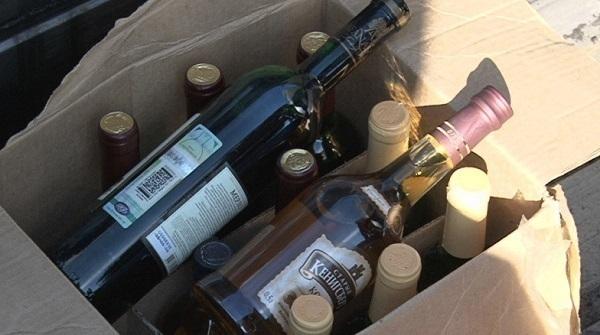 В Армавире 5000 литров контрафактного алкоголя нашли под помидорами