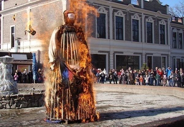 В Краснодаре с огоньком отпраздновали Масленицу
