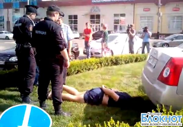 В Краснодаре задержали подозреваемых в хранении наркотиков (ВИДЕО)