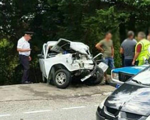 ВСочи один человек умер при столкновении легковушки савтобусом