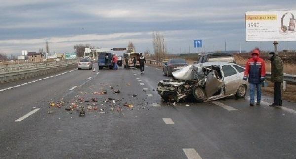 Под Краснодаром столкнулись два российских автомобиля