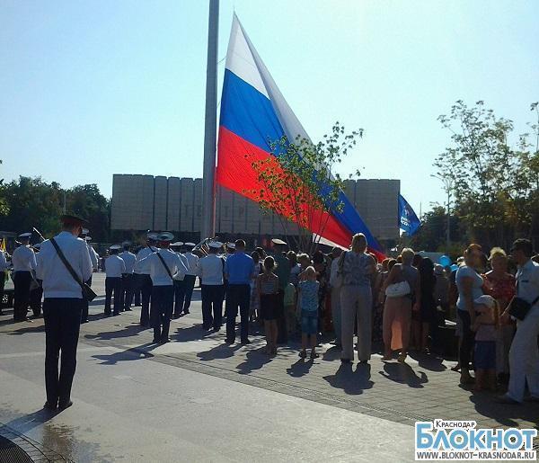 На Театральной площади Краснодара сменили флаг