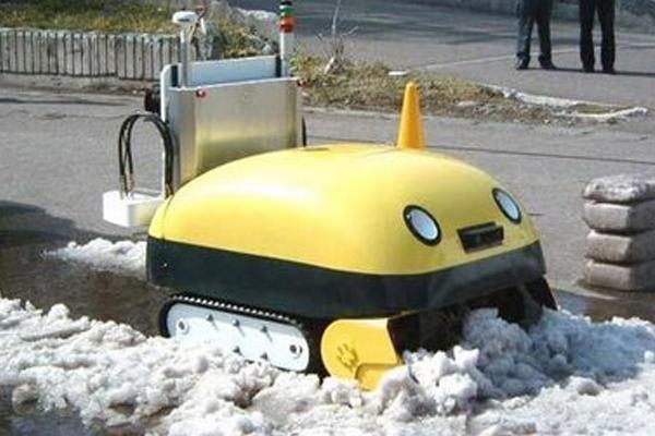 В Краснодаре убирать улицы от снега призваны 120 машин спецтехники
