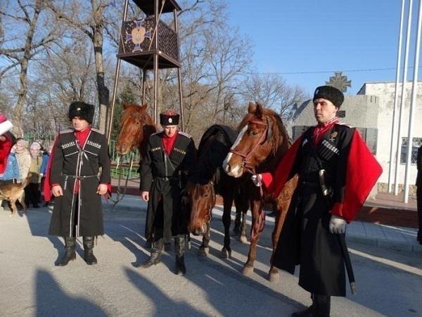 В Анапе казаки совершили конный переход к 23 февраля