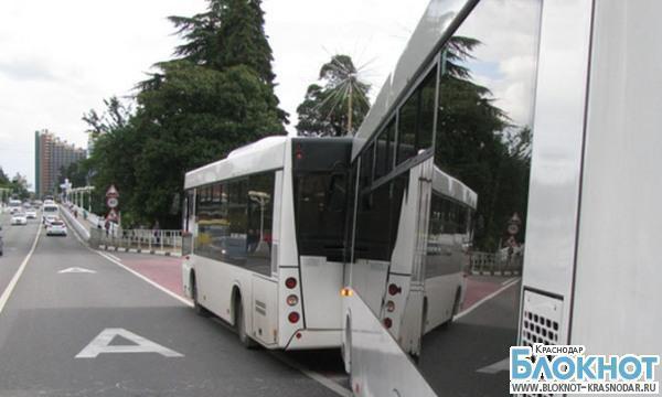 В Сочи произошла авария с участием двух пассажирских автобусов