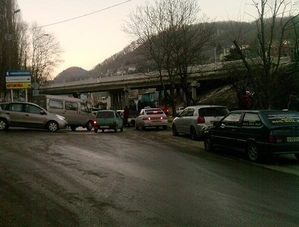 В Туапсинском районе затруднено движение автомобилей