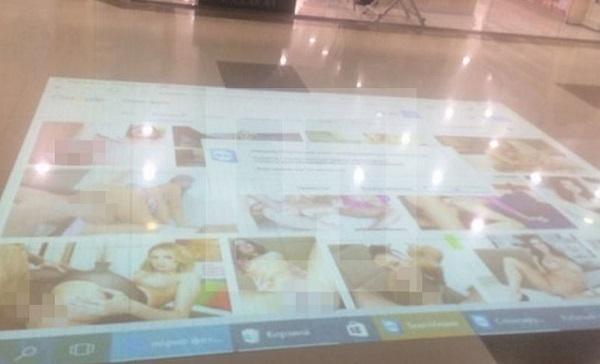 В Краснодаре посетителям ТЦ показали порнокартинки