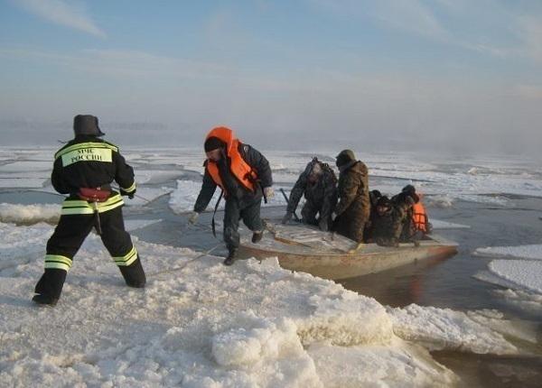 На Кубани спасли 170 рыбаков с оторвавшейся льдины
