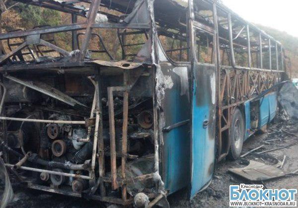 На трассе под Геленджиком сгорел пассажирский автобус