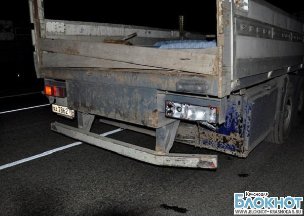 В Усть-Лабинском районе  мотоскутер врезался в полуприцеп грузовика